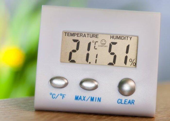 Измерение уровня влажности в помещении