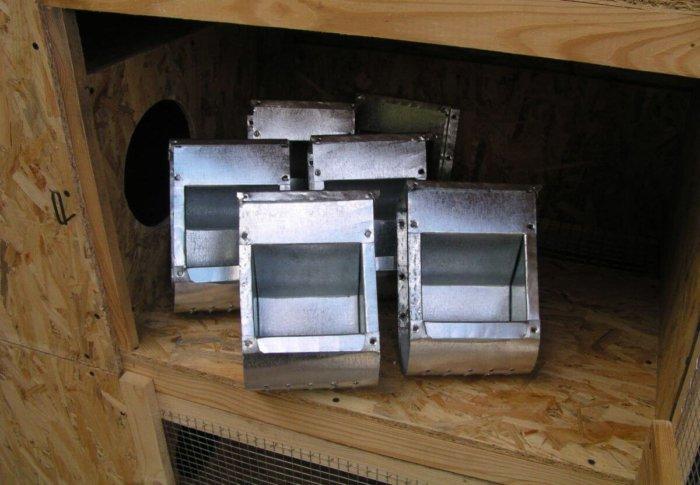 Бункерные кормушки для кроликов