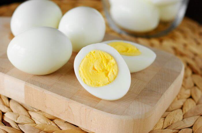 Варёное яйцо для птенцов