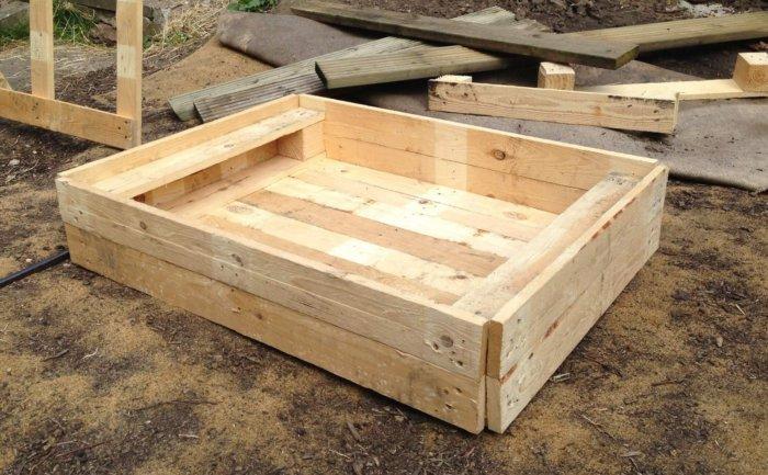 Ящик для золы и песка для купания кур