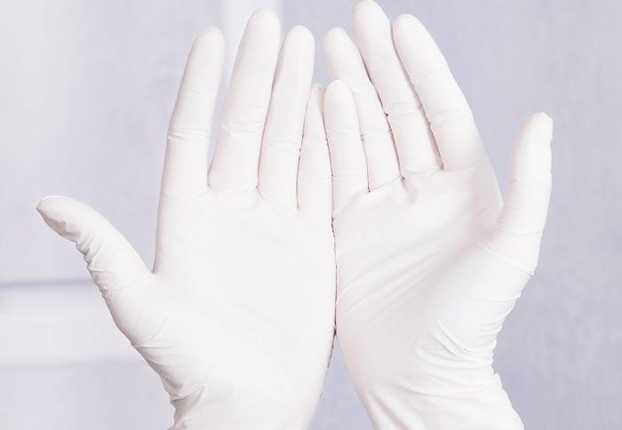 Прикасаться к вымени можно только в перчатках