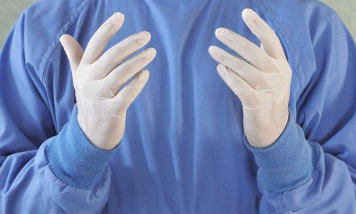 Перед процедурой важно надеть стерильные перчатки