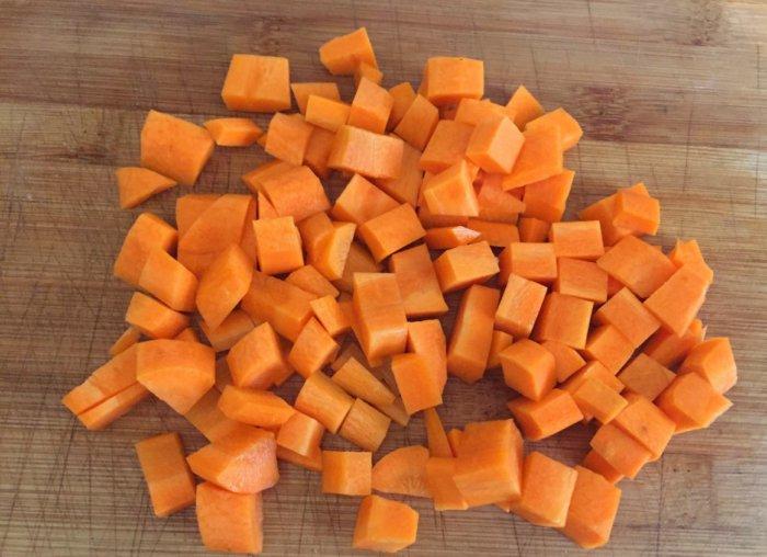 Рубленая морковь для крольчихи