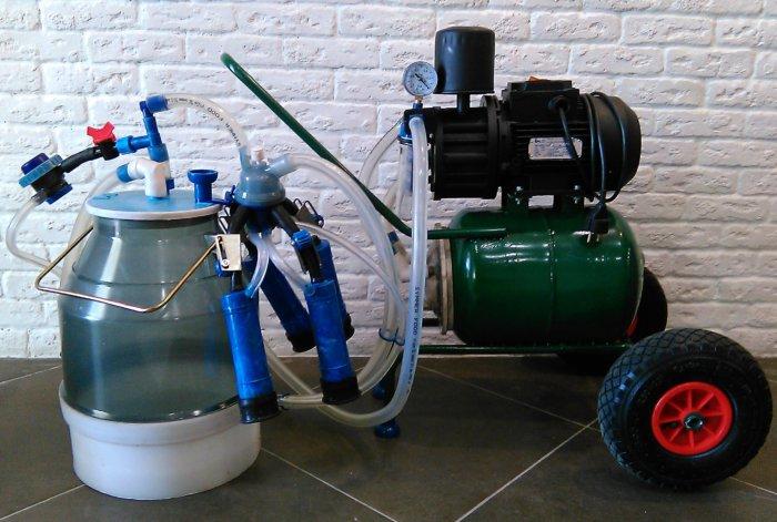 Доильный аппарат работает на основе электрического вакуумного насоса