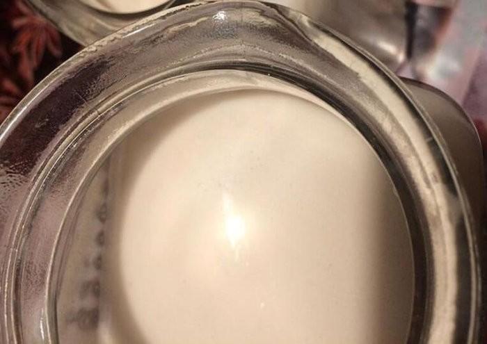 Молоко лактирующих коров становится густым и розоватым
